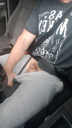 Hubby sent me this dick pic while he was out! What you think?…