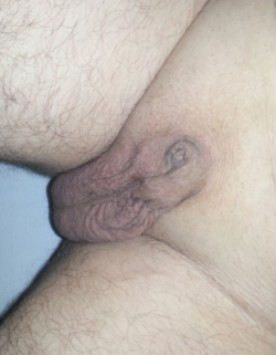 Ew that dick looks like a mangled clit with gross balls!