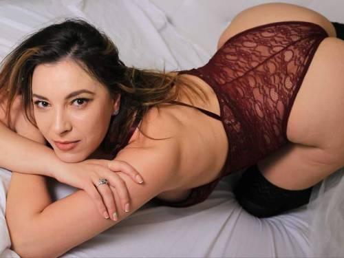 Dirty talking, lingerie loving, big booty mistress here