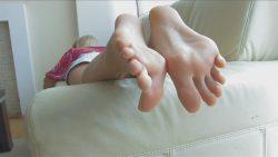 Suck those toes ya little fag