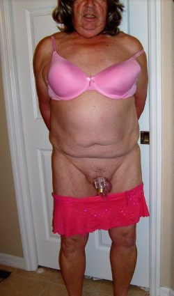 Sissy is at Vrycuriousguy – expose her and show her pathetic little clitty