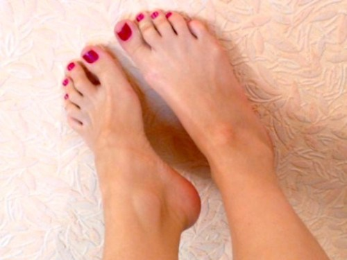 Like this if my pretty feet make your clitty twitch