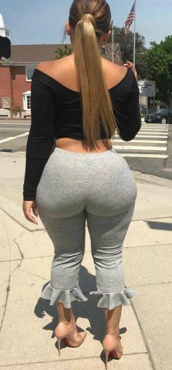 Big booty inside grey leggings