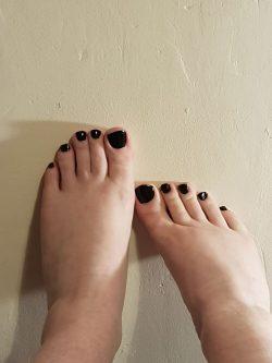 bare feet and black nail varnish