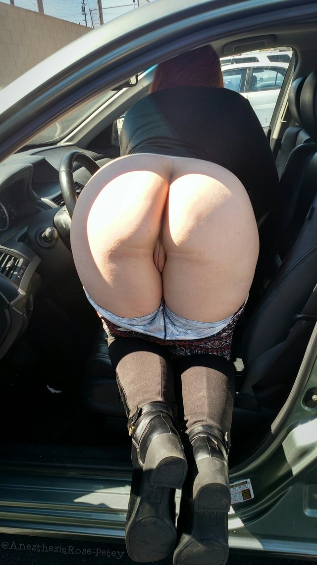 BBW Mooning from the Car with Pussy Showing