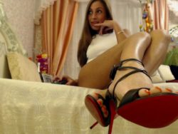 Sissy come worship my feet on cam