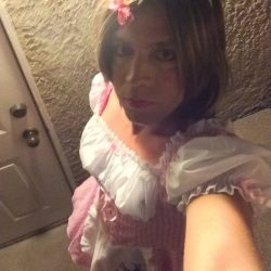 Feeling cute doing a sissy selfie