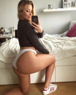 Big booty blonde in white panties and sneakers (SELFIE)