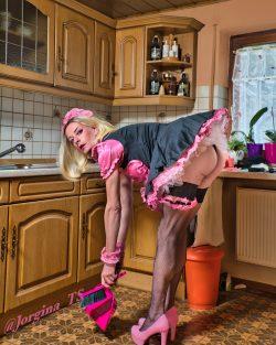 Sissy Maid Jorgina in service