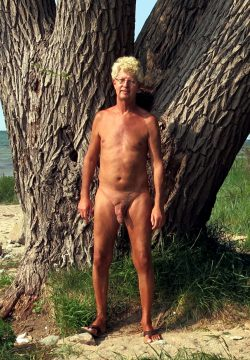 Norbert publicly naked in outdoors