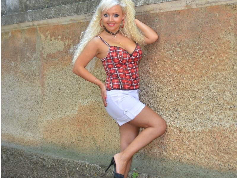 Ditsy big dick loving blonde milf