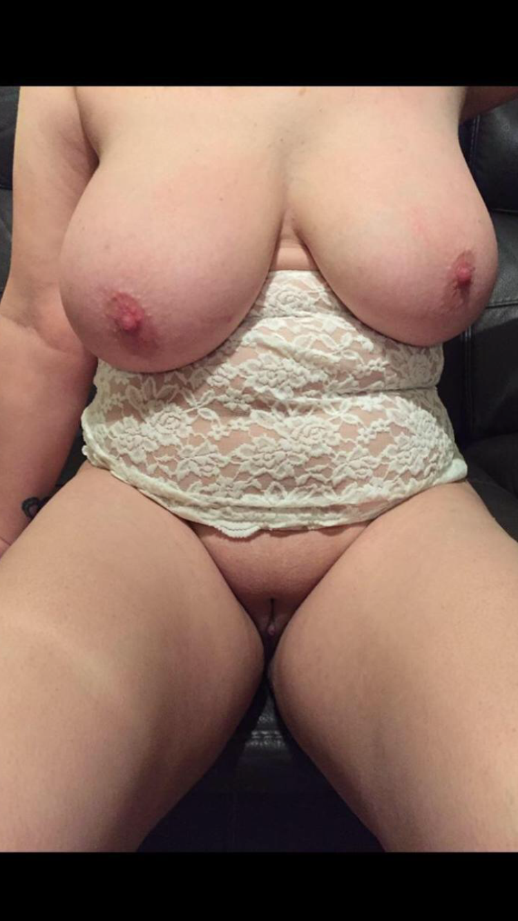 Wife loves showing other men