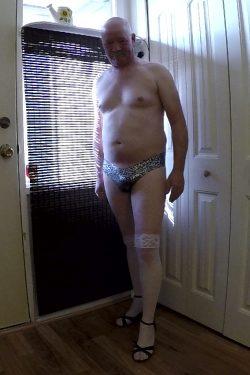 SissyDick topless