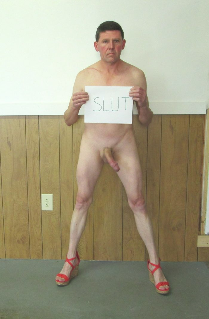 sissy slut advertising that she is a slut
