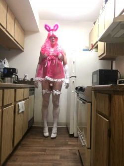 Being a good sissy girl in the kitchen