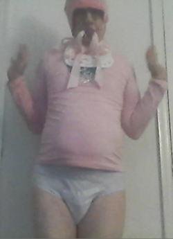 """sissybabysidney gets creative with """"his"""" toothbrush"""