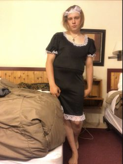 Sissy maid for use.