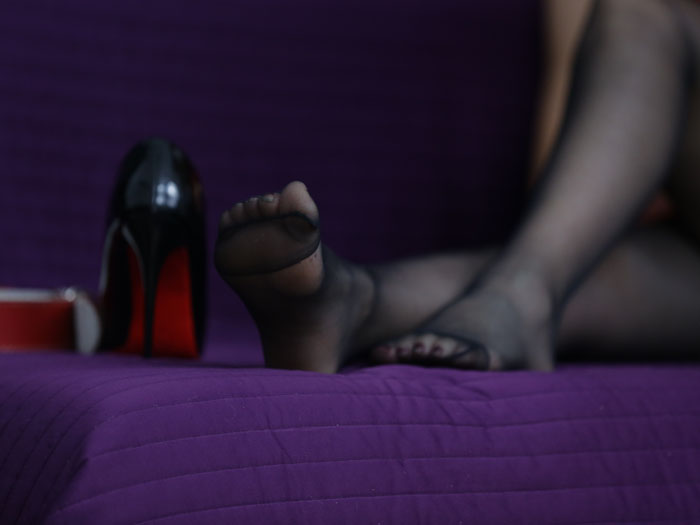 Pay to worship the stocking feet of a findom