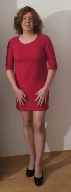 Nicole Behrend in red dress