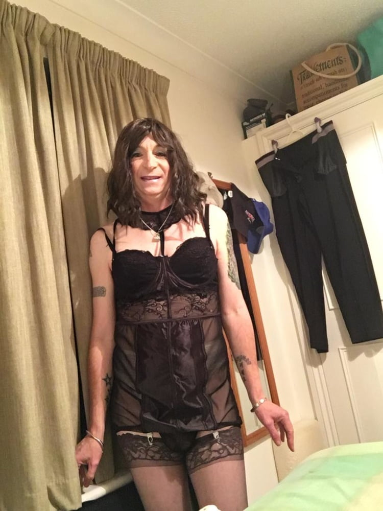 Sissy sarah loves to please Dom Guys
