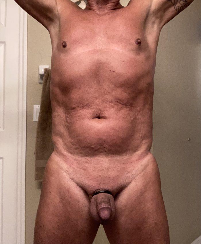 Making my slutty stripper tanline 💕💕