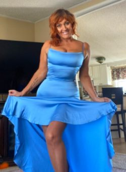 Slutty size queen cougar wants to turn you into a cock sucker