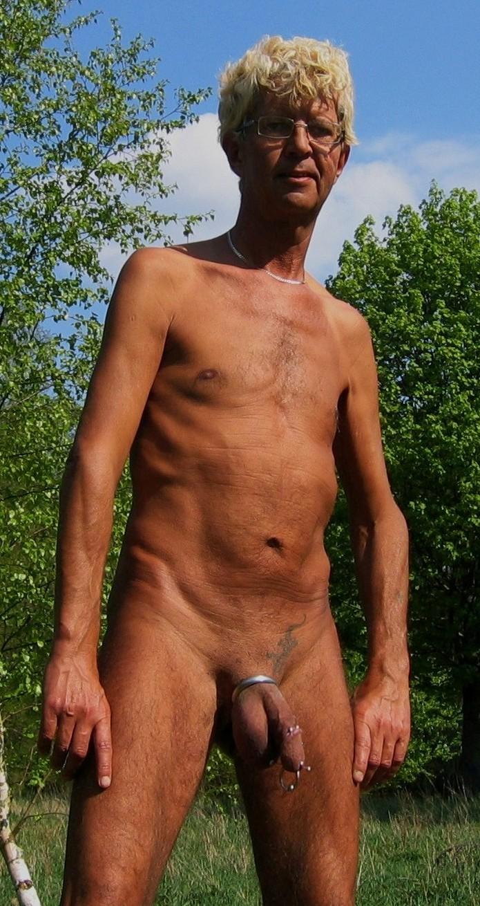 Fuly naked exposed