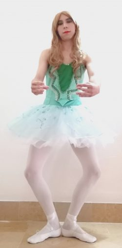 Sissynthiia as a sissy ballerina doing a plié