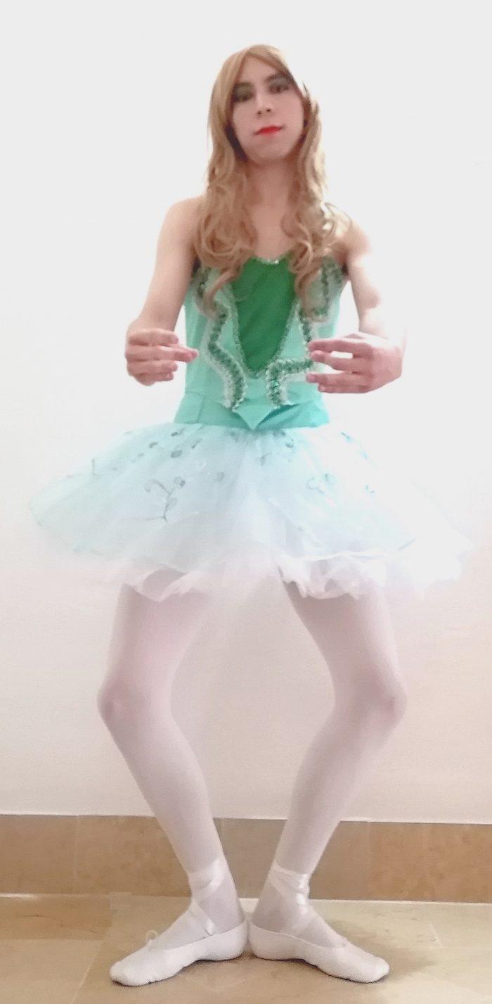 Sissynthiia as a sissy ballerina doing a plié