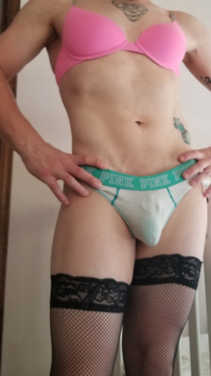 I'm a sissy whore and worship cock