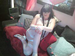 Sissy Cuckold Carla Delacourt in virginal white??????