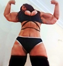 Muscle domme webcam for money pigs and body worshipers