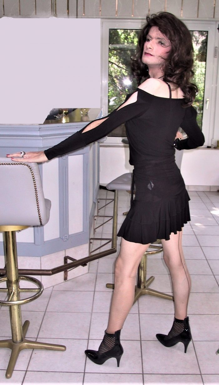 Sissy Maid poses in a little black short dress in her free time