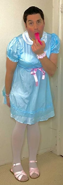 Sissy wants to suck while wearing a pretty dress