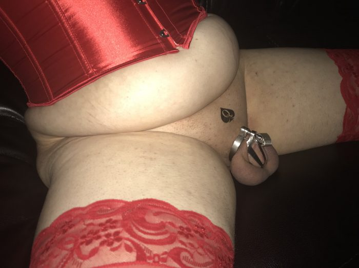 The bon4 micro is a perfect complement to this sissy's attire, don't you think?