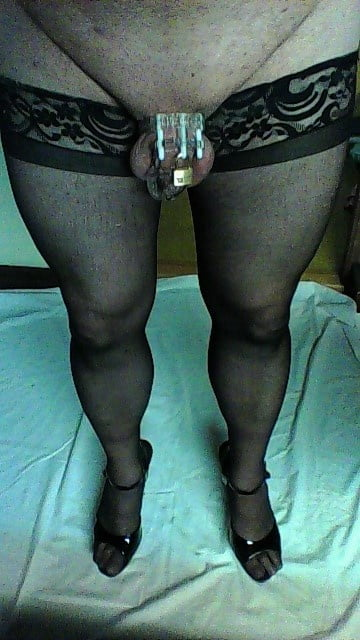 Love to dress up and wear the cage, makes me feel so sexy and submissive