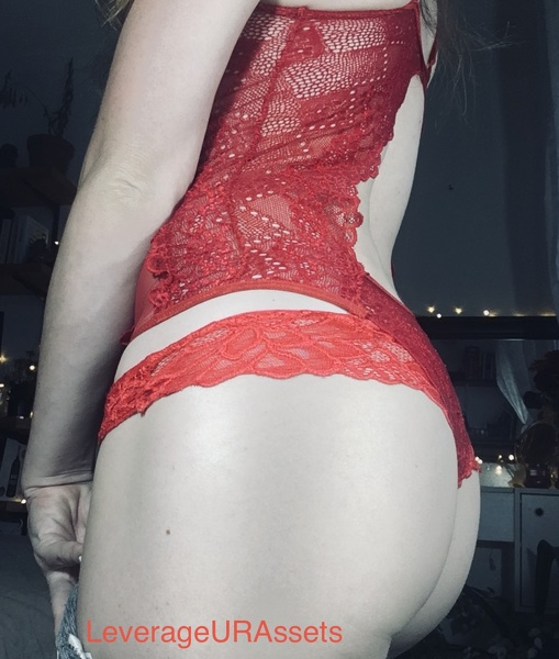 Swaying panty booty on webcam while I wank