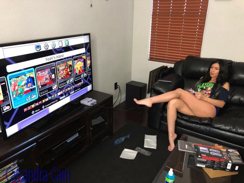 Findom Cassandra lets jerk off to gaming session